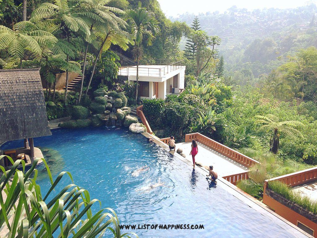 Kolam renang SanGria Resort