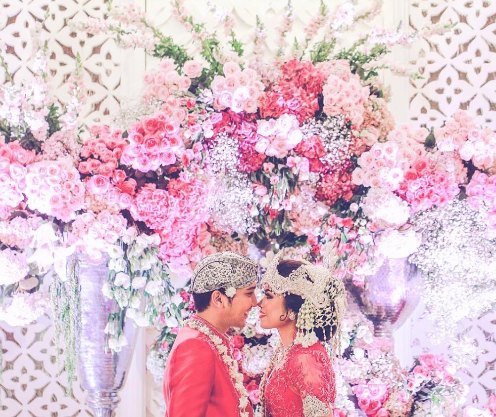 Pernikahan impian Vanessa & Dera