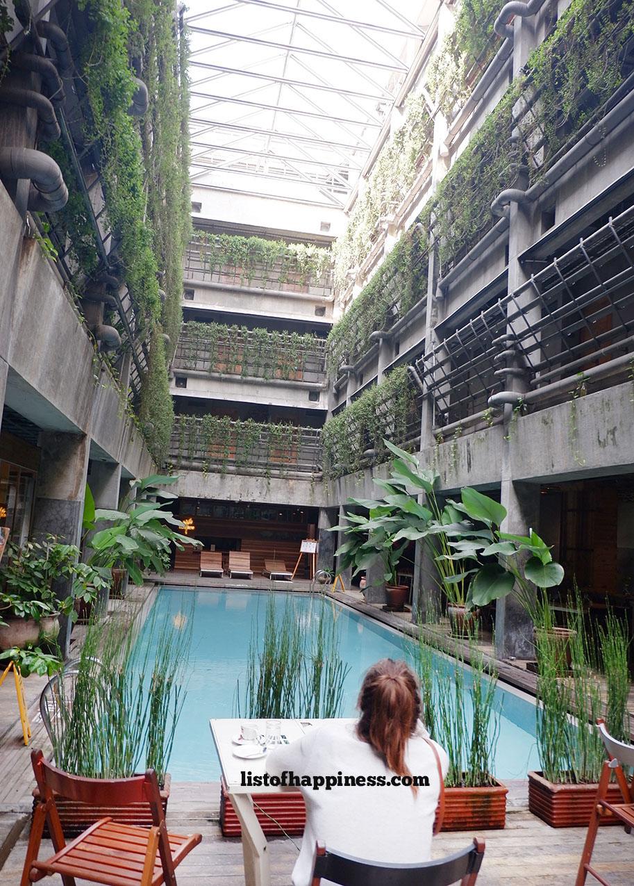 bagian lobby hotel yang menyambung ke ruang breakfast